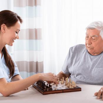 Schachspiel-mit-Betreuerin